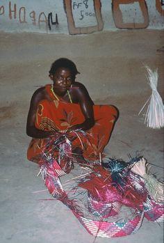 Marion Abdi Dakane makes a mat for the wedding. Somali Bantu in Somalia