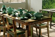 Jeanine Eek-Keizer, the wife of Piet Hein Eek, recycled ceramics from a second hand store and gave them a second life by dipdying plates and cups in green, petrol and blue paint.