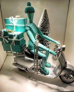 """TIFFANY&CO., Milan, Italy, """"Tiffany's To Your Door Delivery Service"""" photo by Andrea Turilli, pinned by Ton van der Veer"""