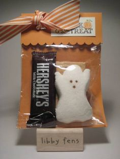SO making these for the girls class/school friends.  want S'more of this? Halloween smore and treat