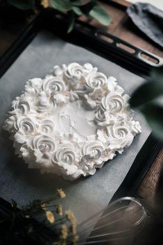 Pavlova Cake, Meringue Pavlova, Pavlova Recipe, Perfect Meringue, Pie Decoration, Organic Eggs, Little Cakes, Great Desserts, Holiday Cakes