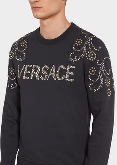 Cotton sweatshirt with metal studs in a mix of Baroque shapes, metallic detailed shoulder designs and Versace logo lettering. Boys Hoodies, Boys Shirts, Sweatshirts, Versace Logo, Running Pants, Gianni Versace, Aesthetic Clothes, Designers, Men Sweater