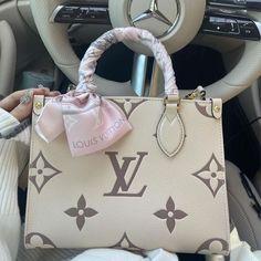 Fashion Handbags, Purses And Handbags, Fashion Bags, Womens Fashion, Trendy Purses, Cute Purses, Luxury Purses, Luxury Bags, Cute Bags