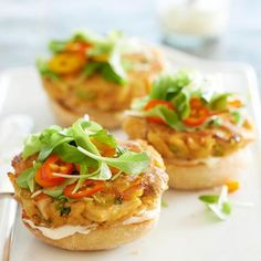 These tasty tuna burgers are flavored with ginger and spicy Siracha sauce. See more recipes from the magazine: http://www.bhg.com/recipes/from-better-homes-and-gardens/may-2013-recipes/?socsrc=bhgpin042913thaitunaburgers=13
