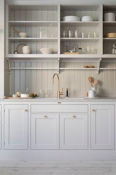 Kitchen decor and kitchen ideas for all of your dream kitchen needs. Modern kitchen inspiration at its finest. Rustic Kitchen, Country Kitchen, New Kitchen, Kitchen Dining, Kitchen Decor, Kitchen Cabinets, Kitchen Ideas, Craftsman Kitchen, Soapstone Kitchen