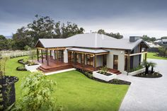 WA Country Builders provides the better building experience to residents of country WA. Most awarded builder in regional WA & builders of the Telethon home. Australian Country Houses, Australian Homes, Country Builders, New Home Builders, Metal Building Homes, Building A House, Morton Building, Style At Home, Country Home Exteriors