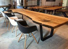 Baumtische von Holzwerk-Hamburg sind aus einem unverleimtem Stück Holz gefertigt. Diese Massivholztische bestehen aus einer großen Naturholzplatte.