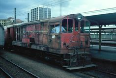 New Zealand Railways, Dirty DE Class Shunter, Wellington Station, Circa Early 1980s