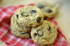 Flourless Peanut Butter Chip Cookies ~ gluten free cookies made without flour, or butter, and they& better than any chocolate chip cookie out there! Low Carb Desserts, Gluten Free Desserts, Delicious Desserts, Diabetic Deserts, Diabetic Meals, Flourless Chocolate Chip Cookies, Chocolate Peanut Butter, Sugarless Cookies, Chocolate Chips