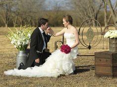 Diseños de Centros de Mesa para Bodas. Para una boda los centros de mesa es uno de los elementos más importantes ya que estos centros dan más elegancia a la boda y también a la mesa en donde se
