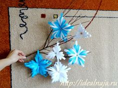 DIY 3D Snowflakes From Paper Strips