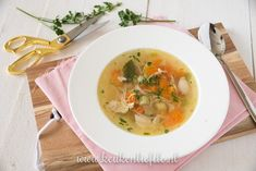Ouderwetse kippensoep - Keuken♥Liefde A Food, Food And Drink, Soup Recipes, Healthy Recipes, Health Diet, Allrecipes, Tasty, Lunch, Cooking