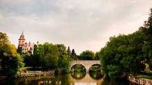 Tranquil Avon River in Stratford, with its resident swans, provides an ideal setting for family picnics on its banks.