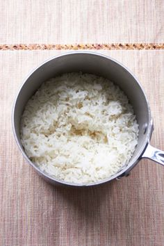 All it takes to know How to Cook Perfect Rice on the Stove—finally get over your rice fear and get fluffy, non-sticky white grains every time Perfect Brown Rice, Perfect Quinoa, Rice In The Microwave, Rice On The Stove, How To Reheat Rice, How To Cook Rice, White Rice Recipes, Seared Pork Chops, Mushroom Cream Sauces