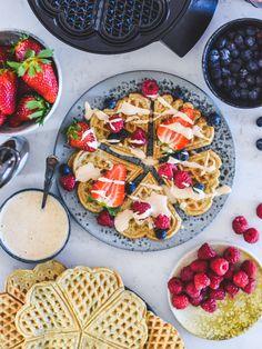 Veganske vafler - Plantebaserede opskrifter af Johanne Mosgaard Vegan Dishes, Vegan Recipes, Vegan Food, Brunch, Snacks, Breakfast, Vegans, Marmalade, Morning Coffee