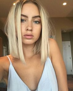 Straight but messy short hair and natural makeup. Straight but messy short hair and natural makeup. Haircuts For Fine Hair, Trendy Hairstyles, Bob Haircuts, Summer Hairstyles, Blonde Short Hairstyles, Blunt Bob Hairstyles, Female Hairstyles, Medium Haircuts, Wedge Hairstyles