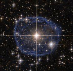 まるで宝石! ハッブルがとらえた青い泡状の星雲 | sorae.jp : 宇宙(そら)へのポータルサイト