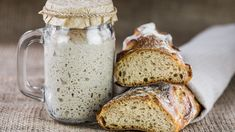 It's very easy to make a basic Sourdough Starter without yeast. Try this how-to sourdough starter recipe and you'll see there is nothing like fresh sourdough bread. Sourdough Bread Starter, Sourdough Recipes, Bread Recipes, Sourdough Bread Benefits, Sourdough Starter Recipe Without Yeast, Rose Bakery, Fermented Bread, How To Make Bread, Bread Baking