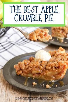 Homemade apple crumble pie is quickly becoming one of my favorite apple pie recipes. It is so simple and easy to make an Best Apple Crumble Pie Recipe, Homemade Apple Pie Filling, Best Apple Pie, Apple Pie Crumble Topping, Apple Crumble Recipe Easy, Simple Apple Pie Recipe, Apple Crisp Pie, Apple Pie Crust, Homemade Pies