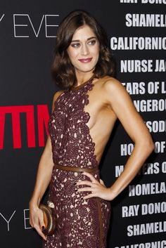 Lizzy Caplan Is One Seriously Underrated Style Star (Who Can Totally Sit With Us)