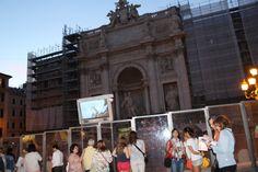 Está aí uma das coisas que aconselho visitar em Roma! Mesmo cercada por placas de vidro devido sua reforma, ela impressiona  uma multidão de turistas! O espaço é disputadíssimo para admirá-la, mas o difícil mesmo e eu diria até quase impossível, é você conseguir fazer dessa forma uma foto a altura da sua beleza, risos.