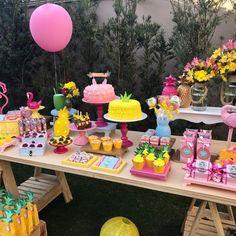 """Decoração """"Flamingo e Abacaxi"""" para comemorar o aniversário de uma mocinha de 12 anos. Muita fofura nao é?! Aki Tem Festa! #alugueldepecas #decoracaocriativa #decoracaoinfantil #festa #festabh #festalagoasanta #mamaefesteira #akitemfesta #akitemfestadecor"""