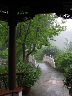 Chinese-Temple-and-Mist