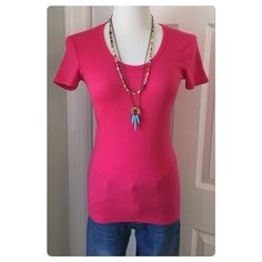 Splendid 1x1 Tee Refined, flattering, classic - Wardrobe essential Short Sleeve - Easy to Style Scoop neck - Hem hits at hip Fitted through torso 50% supima cotton - 50% modal Clean, structured shape. Made in the U.S.  Rich, finished texture - Vibrant in color. A smaller size Medium. Excellent condition. Splendid Tops
