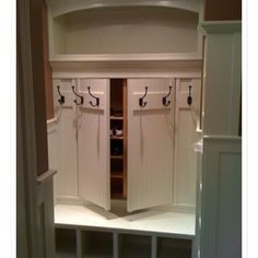 Love this mud room idea! (Have I pinned this already?? lol)