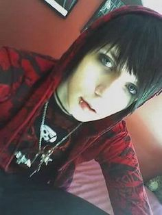 Andy Biersack omg look how young and cute and adorable! Cute Emo Boys, Emo Guys, Cute Guys, Andy Biersack, Bvb Fan, Black Veil Brides Andy, Andy Black, Emo Scene, Scene Boys