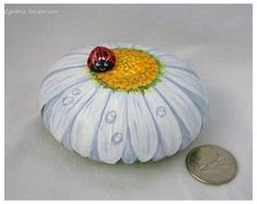 Rock Painting Patterns, Rock Painting Ideas Easy, Rock Painting Designs, Gerbera, Pebble Painting, Pebble Art, Stone Painting, Encaustic Painting, China Painting