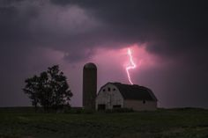Lighting strikes over a barn surrounded by a soybean crop in Donnellson, Iowa, July 13, 2012.  (REUTERS/Adrees Latif)