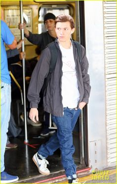 Tom Holland rides the subway on the NYC set of Spider-Man: Homecoming Tom Holland Andrew Garfield, Tom Holland Peter Parker, Men's Toms, Marvel, Most Beautiful Man, Tony Stark, Pjs, Movie Stars, Homecoming