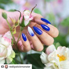 Boski Blue Hiacynth z kolekcji #flowersense na paznokciach @redlipstickmonster 🎨💙🌸 Nie możemy się doczekać tutorialu! 🙌 #neonail #neonailpoland #bluehiacynth #flowersenseneonail #spring #paznokciehybrydowe #manicurehybrydowy #lakieryhybrydowe #nailsofinstagram #nailove