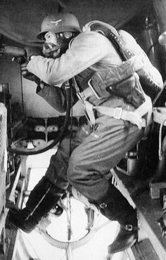 A Luftwaffe dorsal gunner on a Heinkel bomber manning an In many German bombers during WWII, just one man was tasked with operating three or more defensive positions, making it impossible to effectively protect the whole aircraft in case of an Military Photos, Military Art, Military History, Luftwaffe, German Soldiers Ww2, German Army, Germany Ww2, Ww2 Pictures