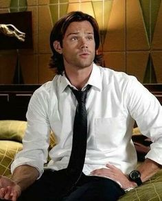Sam Winchester in rolled up sleeves. *sighhhhh*