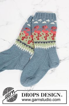 Flamingo parade socks / DROPS - free knitting patterns by DROPS design flamingo Always aspired to learn to knit, nonetheless uncertain how to start? This specific Total Beginner Knitting Sequ. Knitting Charts, Knitting Socks, Knitting Patterns Free, Free Knitting, Stitch Patterns, Free Pattern, Drops Design, Drops Baby, Wool Socks