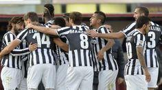 Tutti i giocatori festeggiano dopo il goal contro il Livorno. #Juventus