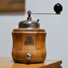 Antique Coffee Grinder, Coffee Grinders, Maki, Salt Pig, Canister Sets, Le Moulin, Queso, Coffee Cans, Vintage Kitchen