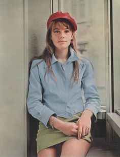 Style Stars: **the originals: françoise hardy Françoise Hardy, Rock And Roll Girl, French Chic, French Pop, Sixties Fashion, French Beauty, French Girls, Female Singers, Sexy Hot Girls