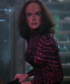 "Women of ""Star Trek - The Next Generation"" : K'ehleyr played by Suzie Plakson Klingon Empire, Star Trek Klingon, Star Trek Tv, Star Trek Series, Star Trek Starships, Star Wars, Tv Series, Star Trek Characters, Female Characters"