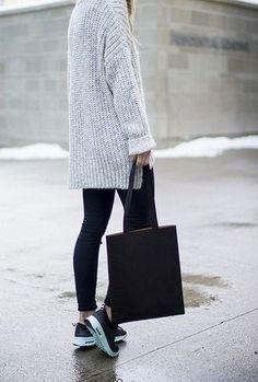 Fashion : Fall / Winter : Cozy grey sweater.