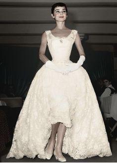 Wedding dresses vintage classy audrey hepburn Ideas Source by classy Audrey Hepburn Outfit, Audrey Hepburn Born, Audrey Hepburn Photos, Audrey Hepburn Wedding Dress, Look Retro, My Fair Lady, Moda Vintage, Vintage Lace, Glamour