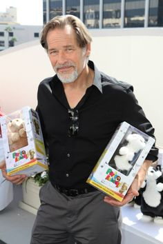 here is James Remar, Dexter with his hands full with Sandy and Cleo