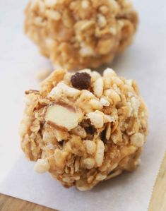 Crispy, Chewy Peanut Butter & Granola Bites 3 cups crispy rice cereal 3 cups low-fat granola 2 Tbsp. butter 1/4 cup peanut butter 1/2 bag large marshmallows