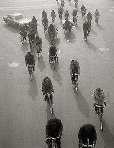 Kristoffer Albrecht - Cyclist from above, Beijing, 1989