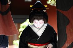 travel / kyoto / geisha / beautiful / japanese / woman / japan / canon 7d 芸妓 絢佳司さん    芸妓 絢佳司さん    Kyoto, Japan. Ayakazu leaving the Ichiriki tea house on her debut as a geiko (geisha).     Thinking of traveling? Let our free family site do the legwork.  Check  over 30 major travel companies in an instant.  It's free.