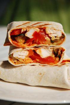 Burrito z kurczakiem, cukinią i papryką