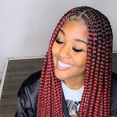 All styles of box braids to sublimate her hair afro On long box braids, everything is allowed! For fans of all kinds of buns, Afro braids in XXL bun bun work as well as the low glamorous bun Zoe Kravitz. Box Braids Hairstyles, Braided Hairstyles For Black Women, Braids For Black Women, Braids For Black Hair, African Hairstyles, Girl Hairstyles, Hairstyles Videos, Hairstyles 2018, Curly Hair Styles