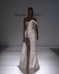 Stunning Dresses, Elegant Dresses, Pretty Dresses, Elegant Evening Dresses, Elegant Gown, Beautiful Evening Gowns, Long Evening Gowns, Evening Outfits, Couture Fashion